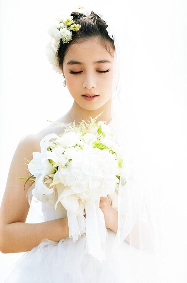 橋本環奈のグラビア画像 12枚目