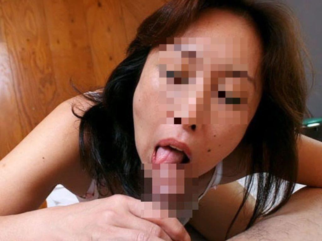 人妻・熟女のフェラチオ・手コキ画像 6枚目