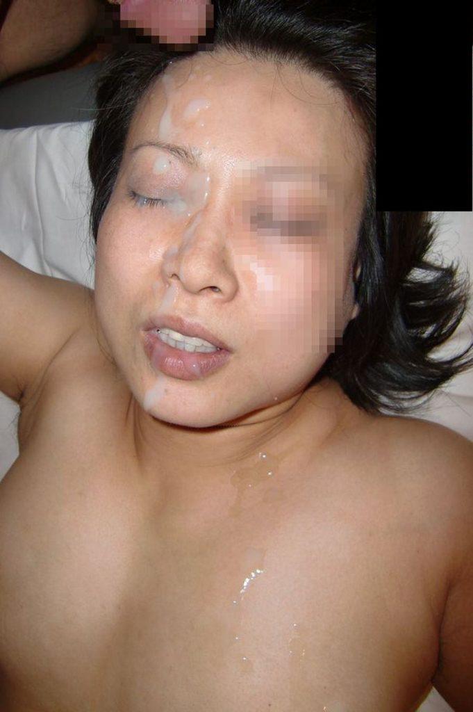 人妻・熟女の顔射画像 10枚目